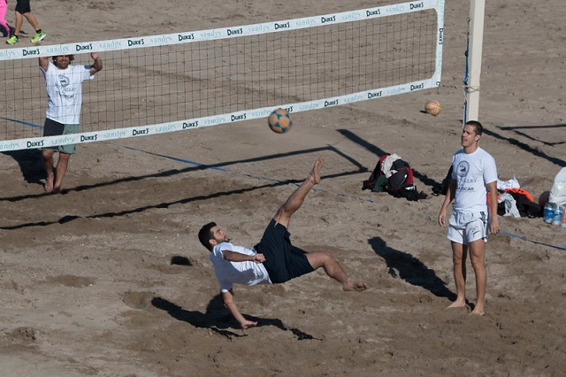 Footvolley kicking games